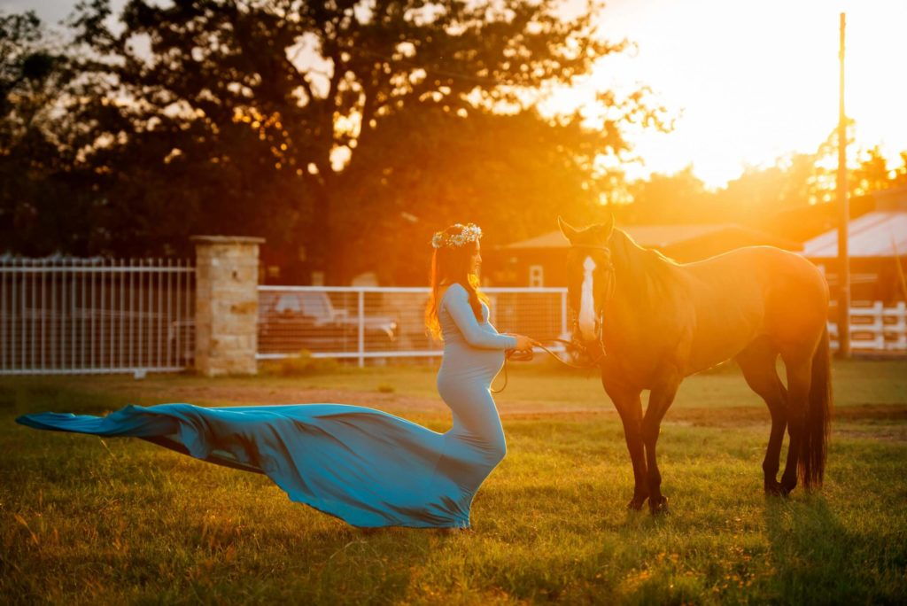 Fine art photography outdoors with a pregnant women and a horse