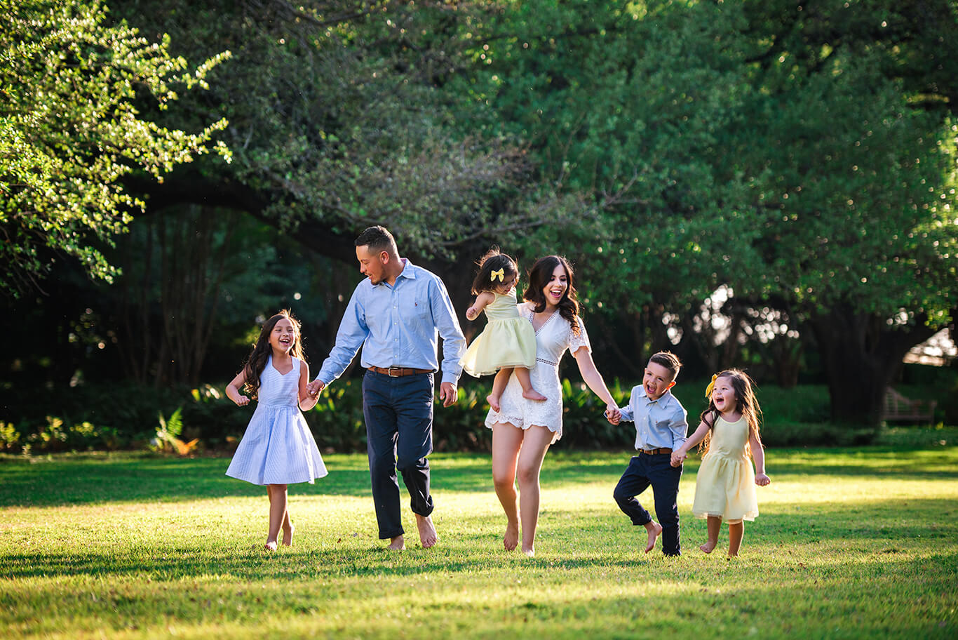 Family photography poses by family photographer Dallas