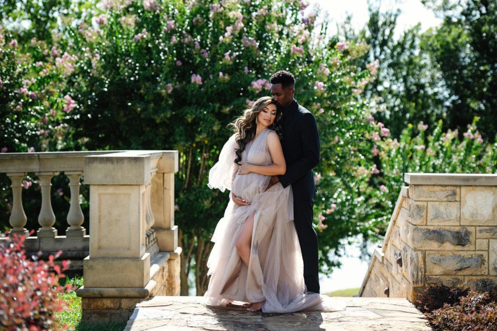 outdoor maternity photo session Dallas